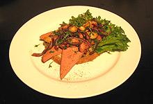 Leverposteismørbrød med bacon, sopp og karse. Foto: Tron Soot-Ryen, NRK