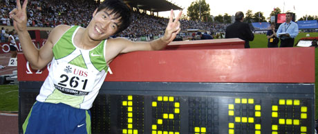 Liu Xiang fra Kina satt ny verdensrekord. (Foto: REUTERS/ SCANPIX)
