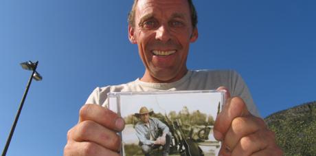 Rune Rudberg med ny plate. Foto: Erik Forfod/NRK