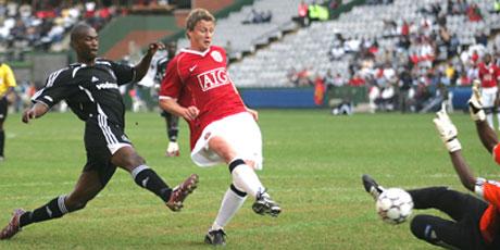 Ole G. Solskjær scorer for Man Utd i pre season 2006. (Foto: AP/ SCANPIX)