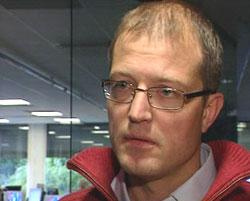 Karl Petter Løken er svært skeptisk til Moldes fotball-lag. (Foto: NRK)