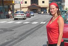 Vinmonopolet i enden av hovedgata var en viktig grunn for å ta seg bystatus. – En nøkkelbedrift, sier Ragnhild Bakke. Foto: Tron Soot-Ryen, NRK