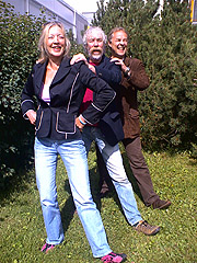 Danselærer Sissel Gran og musikerne, Tor Egil Larsen og Leif Roar Øyås. Foto: Ann Jones, NRK