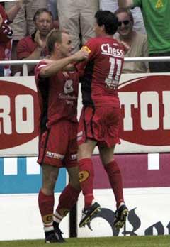 Bengt Sæternes og Martin Andresen jubler etter Sæternes sin 2-1 scoring. (Foto: Marit Hommedal / SCANPIX)