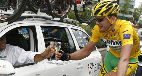 Floyd Landis stråler over seiren i Tour de France. (Foto: REUTERS / SCANPIX)