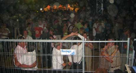 Det koker på dansegulvet når Ole Ivars står på scenen. (Foto: Sjur Sætre, NRK)