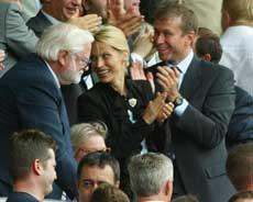 Ken Bates og Roman Abramovich (Foto: AP / SCANPIX)