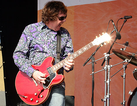 Gary Moore skuffet på Notodden Bluesfestival lørdag. Foto: Jørn Gjersøe, NRK.