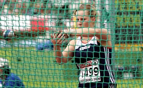 Mona Holm i aksjon under sleggekvalifiseringen for damer under EM i friidrett i Gøteborg. (Foto: Cornelius Poppe / SCANPIX)