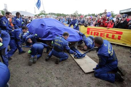 Petter Solbergs bil etter krasjen ppå shakedown i Tyskland (Foto: Tony Welam / Scanpix)