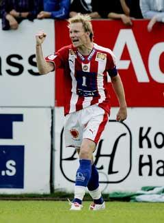 Tromsøs Ole Martin Årst jubler etter 1-1 målet. (Foto: Stian Lysberg Solum / SCANPIX)