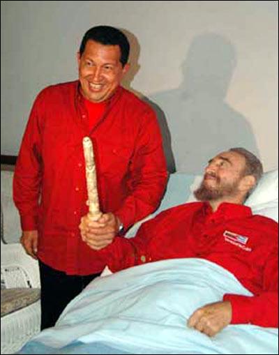 Venezuelas president Hugo Chavez besøker Fidel Castro. (Foto: AFP / Scanpix, ikke manipulert)