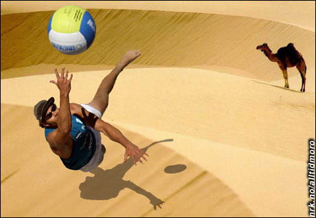 Sahara, verdens største sandvolley-bane. (Innsendt av Knut Uppstad, www.knupps.net)