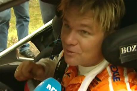 Henning Solberg er i ferd med å gjøre en av sine beste VM-runder noen sinne (Foto: Jørn Tveter/NRK)