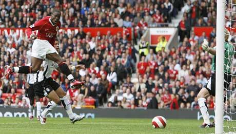 Louis Saha scorer kampens første mål. (Foto: Reuters/Scanpix)