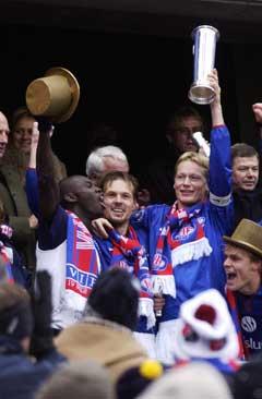Tom Henning Hovi og Kjetil Rekdal jublet sammen over cupgull i 2002. (Foto: Cornelius Poppe / SCANPIX)