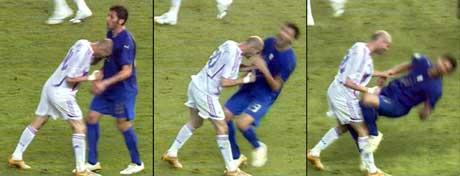 Zinedine Zidane skallet ned Marco Matterazzi og tok farvel med fotballen med senket hode. (Foto: AP/Scanpix)
