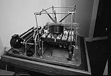 Denne spilledåsen er laget for å spille pausesignalet i DR. Boksen er 75 år, men virker fortsatt som den skal. Foto: DR