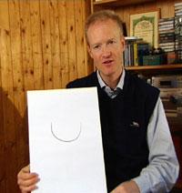 Dr. i økonomi, Gisle Henden, er også astrolog. Foto: NRK