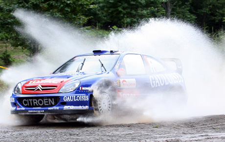 Franske Sebastien Loeb tok årets sjuende VM-seier (AFP PHOTO/Toru YAMANAKA)
