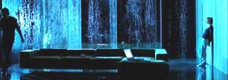Hedda er fanget av sine egne grep i et hus hun ikke bryr seg om, med en mann hun ikke elsker. Foto Arno Declair