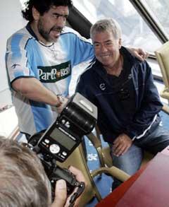 "Diego Maradona traff tidligere landslagssjef, Egil ""Drillo"" Olsen under pressekonferansen (Foto: Morten Holm / SCANPIX)"