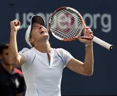 Justine Henin-Hardenne jubler etter at hun ble klar for finalen. (Foto: AFP/Scanpix)