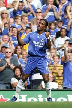 Chelseas Didier Drogba jubler etter 1-0-målet.(Foto: AP/Scanpix)