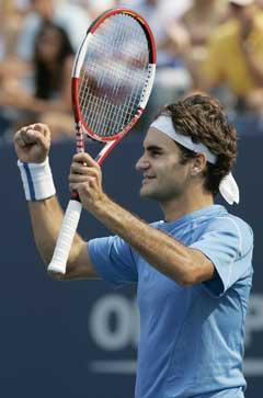 Roger Federer jubler etter seieren i semifinalen. (Foto: AP/(Scanpix)