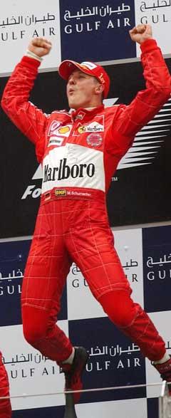 Michael Schumacher jubler etter en av sine seirer. Her i Bahrain i 2004. (Foto: Reuters/Scanpix)