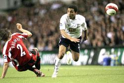 Tottenhams Aaron Lennon finter Sheffield Uniteds Leigh Bromby på rumpa. (Foto: REUTERS/ SCANPIX
