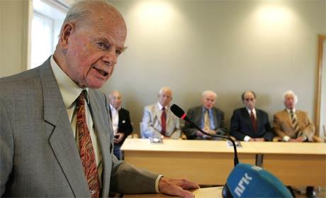 Bernt H. Lund under presentasjonen av boka Tidsvitner på Holocaust-senteret i Oslo. (Foto: Knut Falch/Scanpix)