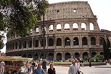 Colosseum - et av Romas mange verdensberømte turistattraksjoner. Foto Arnt Stefansen.