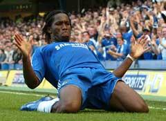 Didier Drogba jubler etter å ha scoret ledermålet. (Foto: AFP/Scanpix)