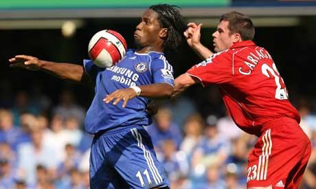 Didier Drogba demper ballen på brystet rett før han tverrvender og gir Chelsea ledelsen 1-0. (Foto: AFP/Scanpix)