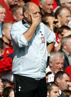 Tottenham-manager Martin Jol var tydelig bekymret på sidelinjen. (Foto: AFP/Scanpix)
