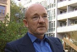 – Kraftkrisa kunne vore stoppa om politikarana hadde handla annleis, seier kraftekspert Kjell Rønningbakk. Foto: NRK/FBI