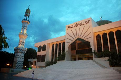 Maldivene har vært muslimsk siden 1153. Dett er den store moskéen i Male. Foto: NRK