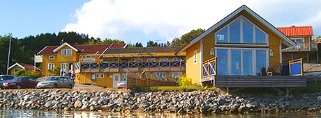 Handelsman Flink ligger idyllisk til på Sveriges vestkyst.Foto Handelsman Flink.