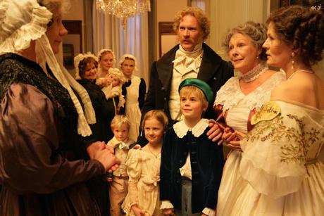 EN UDØDELIG MANN: Henrik Ibsen som barn, her med grønn lue i Sigurd Arntzens skikkelse (Foto: Anne Liv Ekroll, NRK)