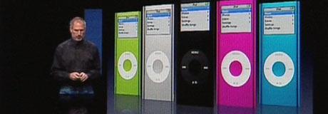 Apple-sjef Steve Jobs har hatt gullalder de siste årene med sine iPoder, men nå har iPod-sjefen fått stor konkurranse fra musikkmobilen. Foto: Apple