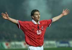 Ole Gunnar Solskjær jubler etter sin andre scoring mot Hellas i 1999. (Foto: Cornelius Poppe, SCANPIX)