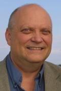 Journalist og tidligere distriktskontor-sjef, Jørn Enger, har skrevet distriktskontorenes historie. Foto: Camilla E. Dahl