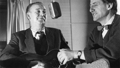 Alf Prøysen startet sin karriere i Lørdagsbarnetimen, og Torbjørn Egner har skrevet teksten til kjenningsmelodien 'Nå kommer barnetimen'. (Foto: NRK/Arkiv)