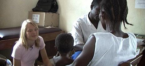 Lege Trine Folseraas på jobb i Sierra Leone. Foto: Leger Uten Grenser