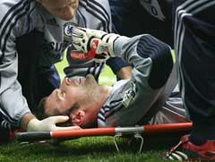 Petr Cech skadet seg mot Reading siste helg. (Foto: AP/Scanpix)