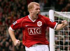 Paul Scholes jubler etter scoringen mot Liverpool. (Foto: AP/Scanpix)