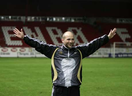 Trener Knut Tørum jublet etter kampen. (Foto: Gorm Kallestad / SCANPIX)