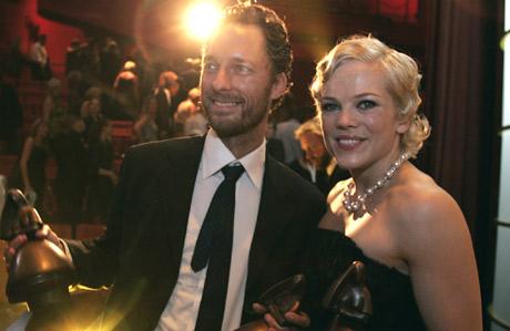 Skuespiller Trond Fausa vant tidligere i år Amanda for sine skuespillerprestasjoner i «Den brysomme mannen». Her sammen med Ane Dahl Torp under prisutdelingen. Foto: Scanpix.