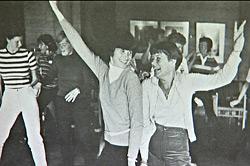 Dansen har alltid vært en viktig del av Turids liv. Her sammen med datteren på en dansetilstelning. (Foto: privat)